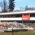 Freier Blick auf die Grundschule am Schlosspark.