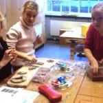 Im Werkraum konnten die 2. Klassen mit Ton arbeiten.