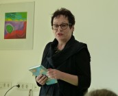 Barbara van den Speulhof stellt ihr Buch vor.